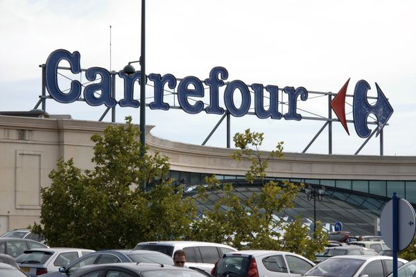 Tupperware entre chez Carrefour